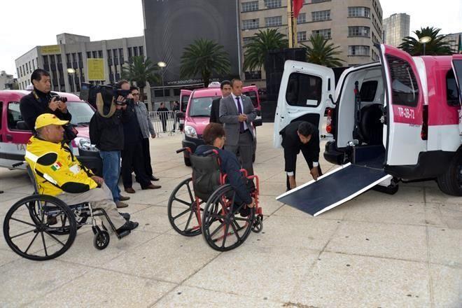 En México ya tienen servicio de taxi para discapacitados
