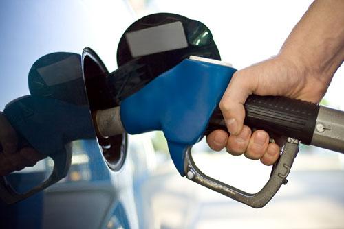 Gobierno vuelve a bajar precios de los combustibles; excepto el GLP