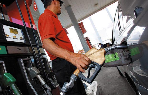 Gobierno congela el precio de todos los combustibles