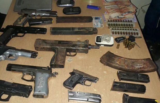 Resultado de imagen para Incautan arsenal armas y drogas en Santiago