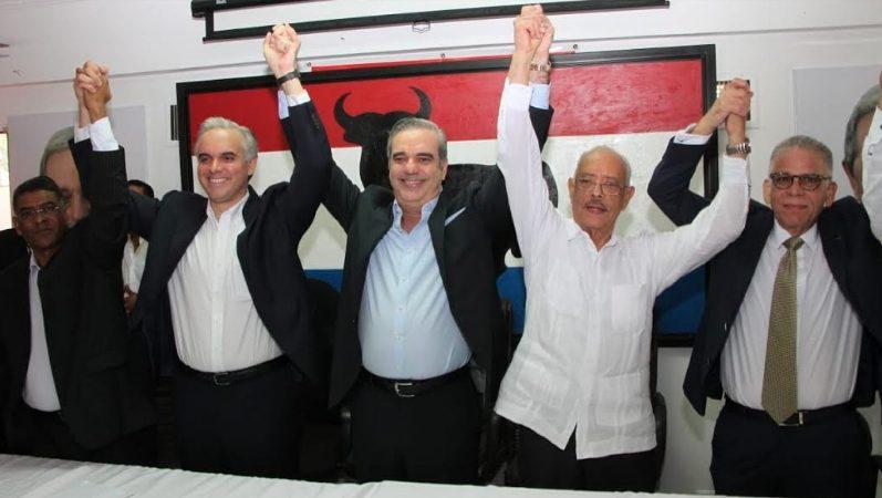Resultado de imagen para luis abinader firma acuerdo municipales